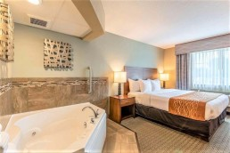 king bed whirlpool