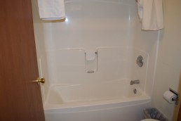 King Suite Jacuzzi with Fireplace Sink