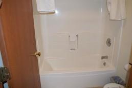 Standard Queen Room Bathroom