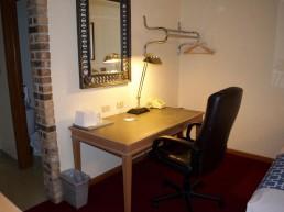 Standard Queen Room Office Desk